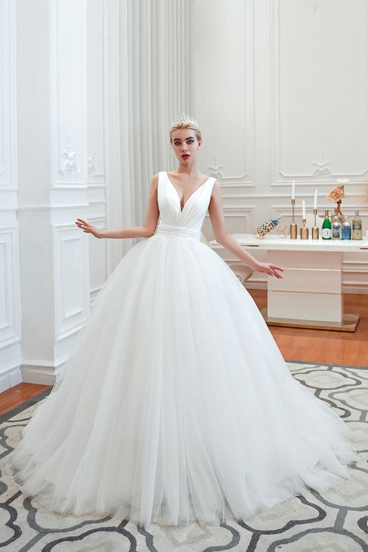 Sexy Tulle V Neck Ball Gown Wedding Dresses Sleeveless Lace Up