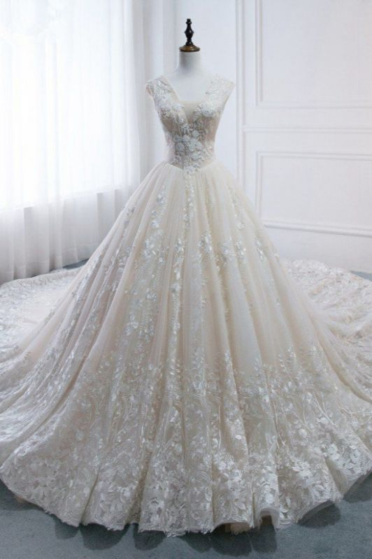 Tulle Lace Appliques V-Neck Pearls Sleeveless Wedding Dresses