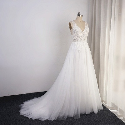 A-Line Lace V-neck Tulle White Wedding Dresses_3
